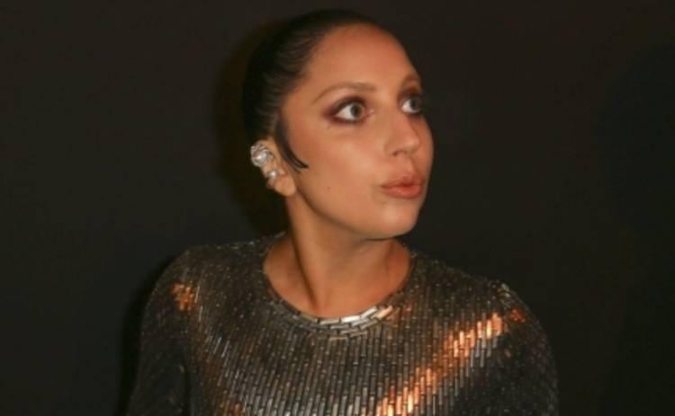 Леди Гага вышла на прогулку без белья