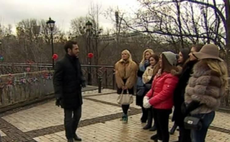 Холостяк 5: Сергей Мельник раздавал розы в центре Киева (ВИДЕО)