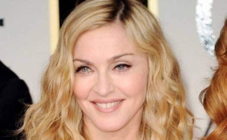 Мадонна поцеловала рэпера и наехала на поклонников