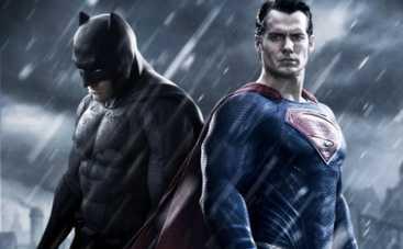 Бэтмен против Супермена – любуемся костюмчиками (ВИДЕО)