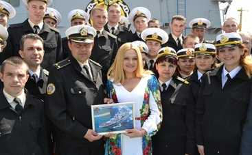 День Победы 2015: Наталья Бучинская выступила для моряков и ветеранов (ФОТО)