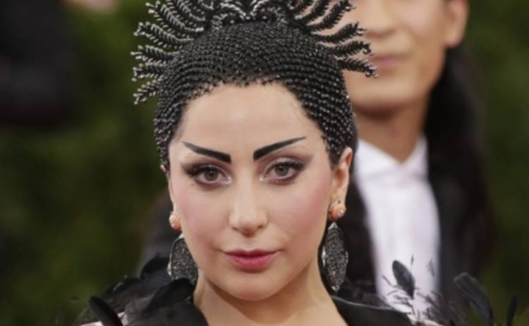 Леди Гага устроила шоппинг с сестрой (ФОТО)
