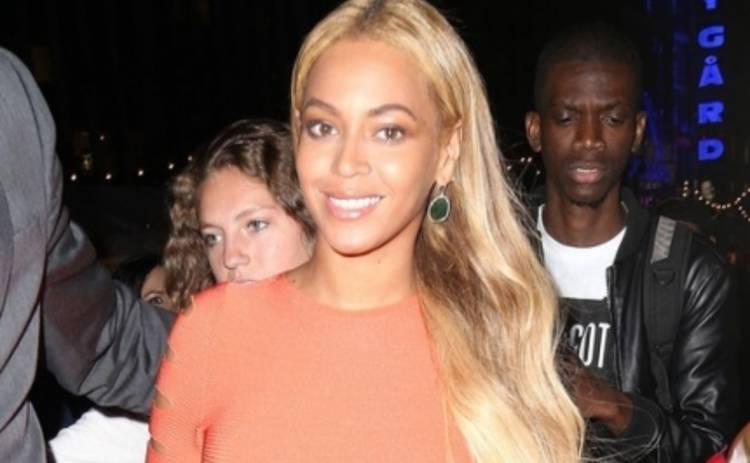 Бейонсе навестила гаитян в новой футболке (ФОТО)
