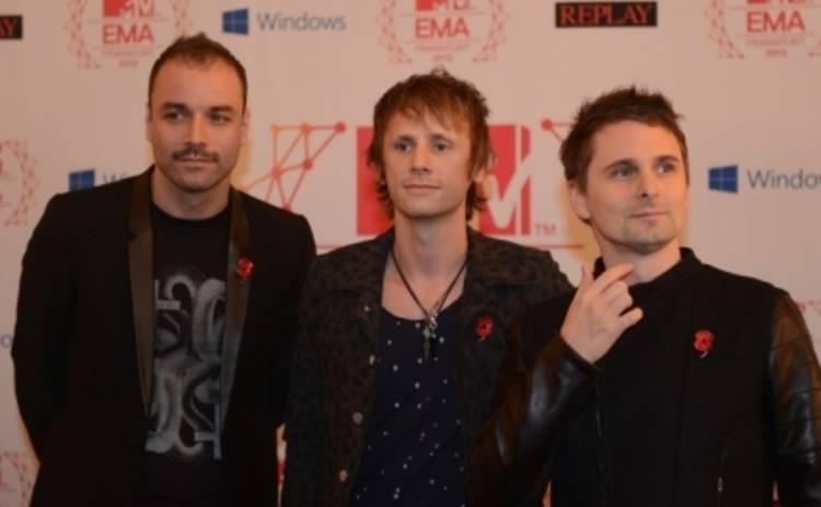 Группа Muse спела о людях, потерявших себя (ВИДЕО)