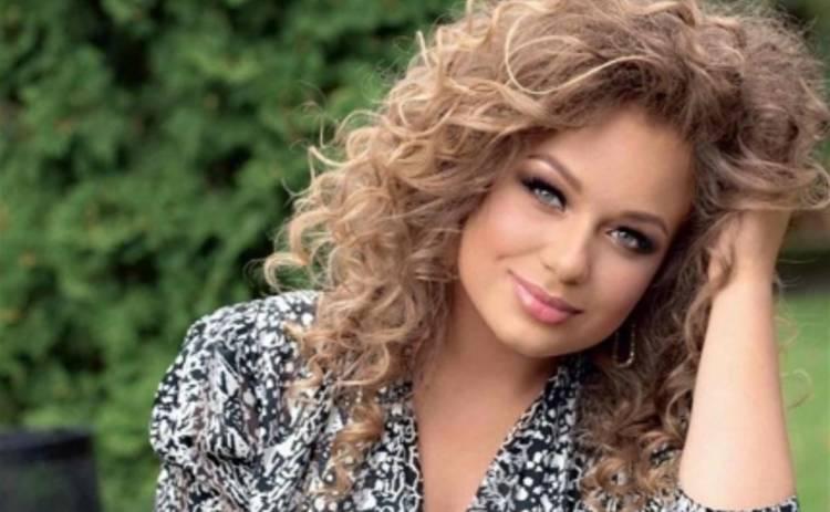 Яна Соломко: украинская певица уехала рожать в США (ФОТО)