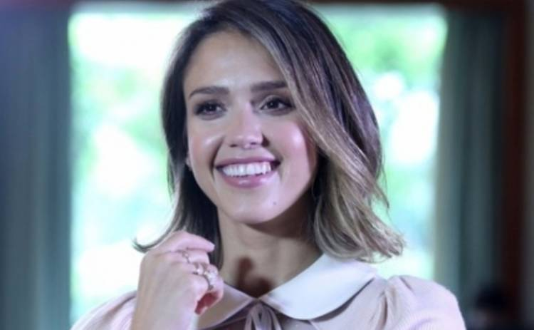 Джессика Альба снялась в пикантной фотосессии