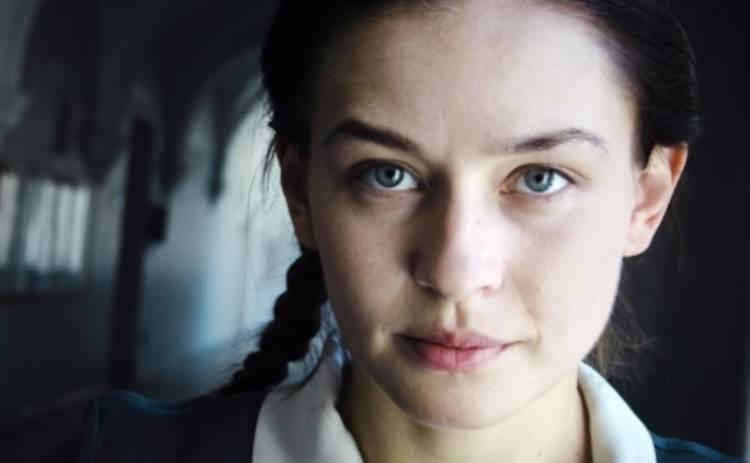 Незламна: Юлия Пересильд обнажается ради искусства