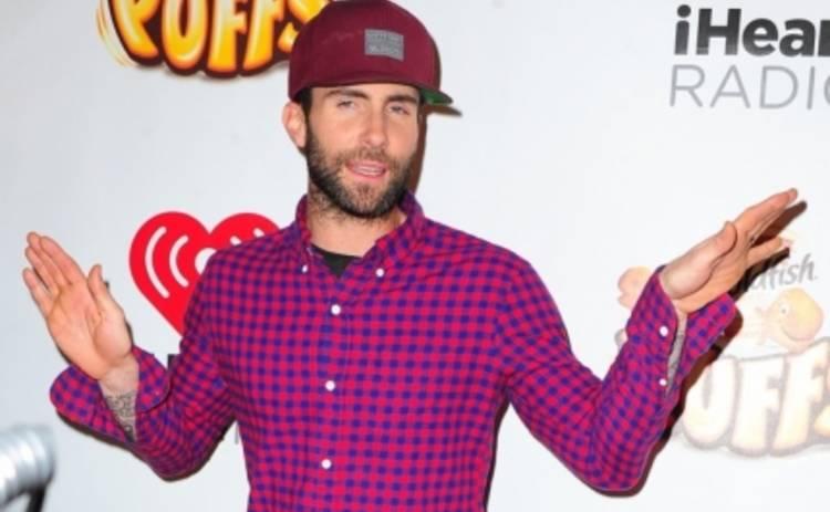 Адам Левин показал голую попу в новом клипе Maroon 5 (ВИДЕО)