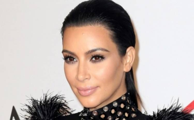 Ким Кардашьян в ужасе перед лишним весом и заранее наняла диетолога