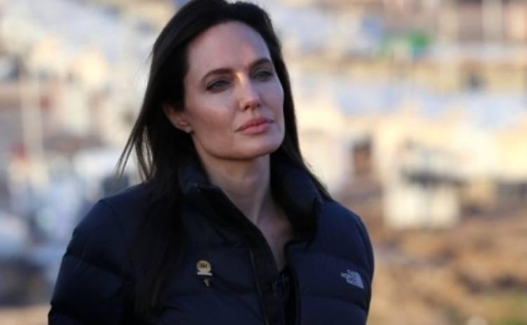 Анджелина Джоли мечтала стать режиссером  на похоронах