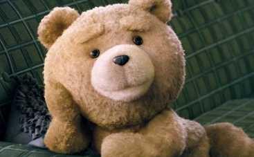 Третий лишний 2: беспардонный медведь спародировал Ким Кардашьян (ФОТО)