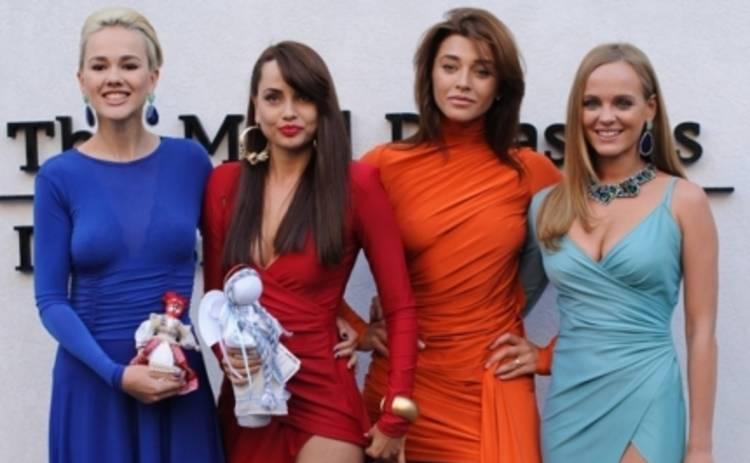 Real O подарили Софи Эллис-Бекстор куклу-мотанку (ФОТО)
