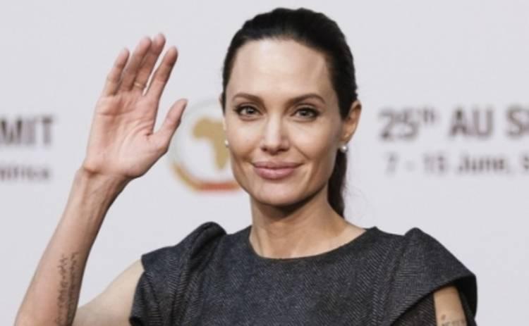 Анджелина Джоли поехала в Африку защищать женщин