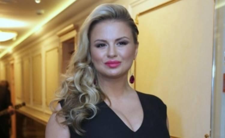 Анне Семенович рекламирует красную икру в Instagram (ФОТО)