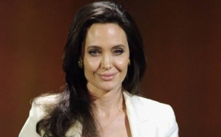 Анджелина Джоли потеряла голову 20 лет назад (ФОТО)