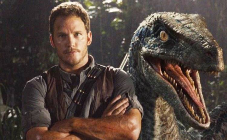 Мир Юрского периода: Крис Прэтт не выдержал атаки динозавров (ВИДЕО)