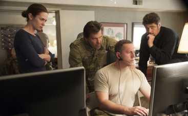 Наемница: Эмили Блант, Бенисио Дель Торо и Джош Бролин в первом трейлере (ВИДЕО)