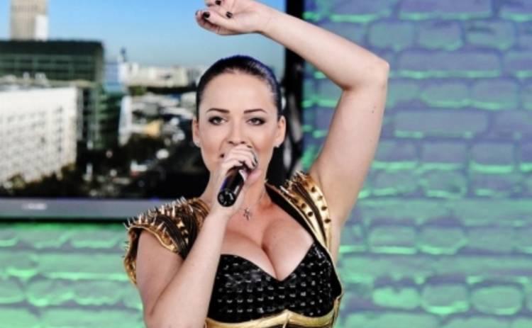 Даша Астафьева разучилась петь одетой
