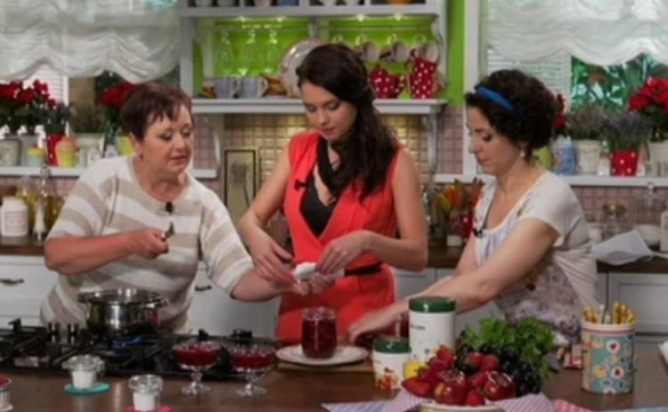 Все буде смачно: рецепт клубничного варенья от Аллы Ковальчук – 21.06.2015 (ВИДЕО)