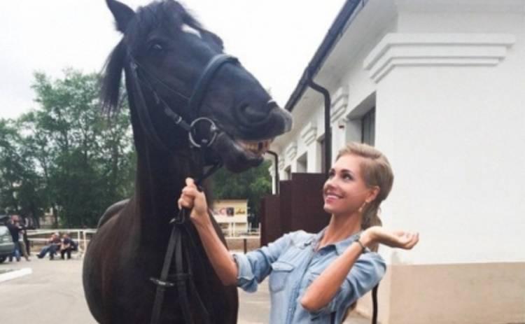 Кристина Асмус оседлала коня (ФОТО)