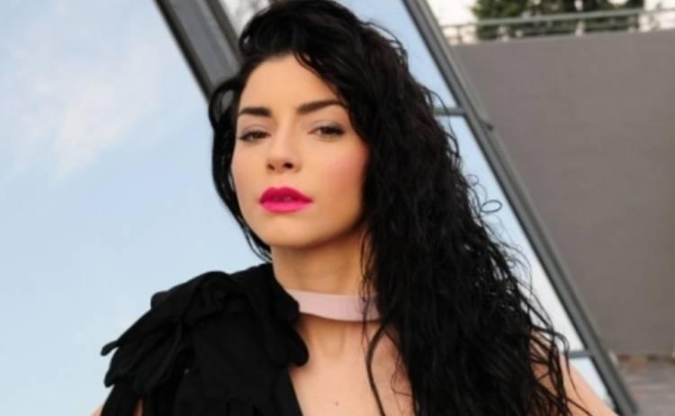 Маленькі таємниці: Мерве Болугур опубликовала снимок без макияжа (ФОТО)