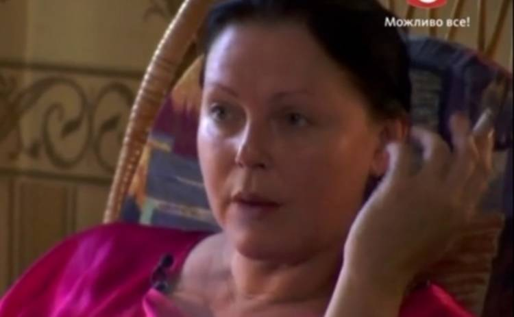 Кохана, ми вбиваємо дітей: беременная мать сознательно курит при родных детях (ВИДЕО)