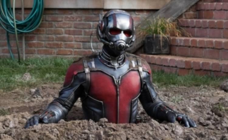 Человек-муравей чуть не утонул в грязной ванной (ВИДЕО)
