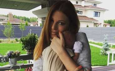 Наталья Подольская показала подарки новорожденного сына (ФОТО)