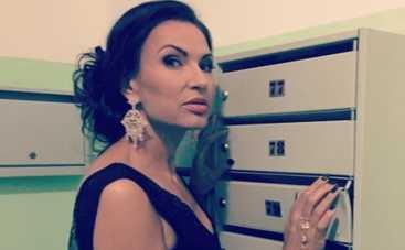 Эвелина Бледанс показала упругую попу (ФОТО)