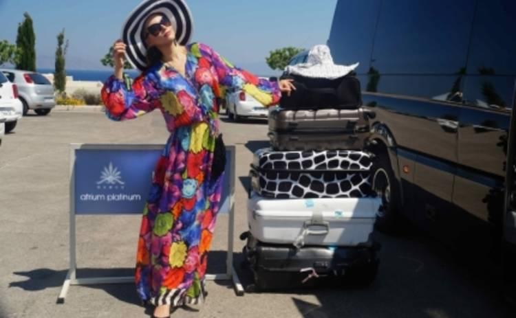 Лена Ленина привезла на пляж 60 пар обуви и 40 платьев (ФОТО)