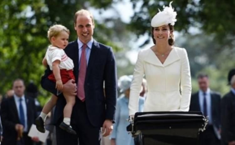 Кейт Миддлтон и принц Уильям с детьми на крестинах Шарлотты (ФОТО)