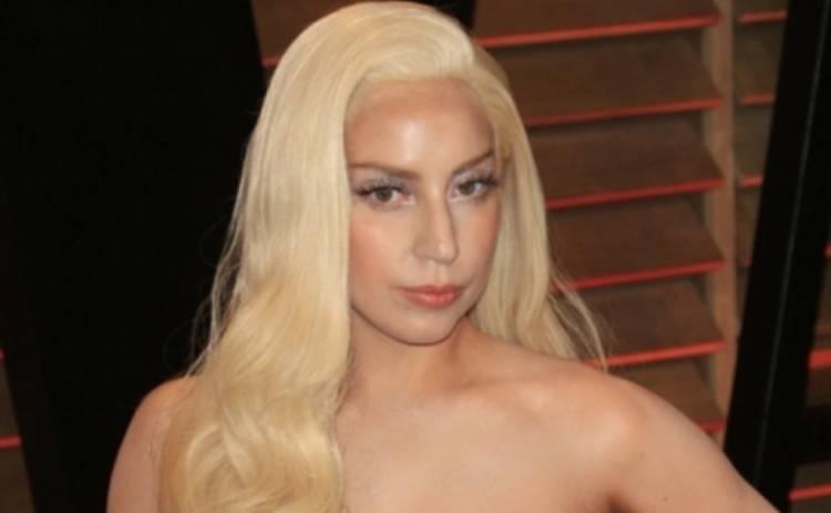 Леди Гага устроила эротическое шоу в салоне самолета (ФОТО)