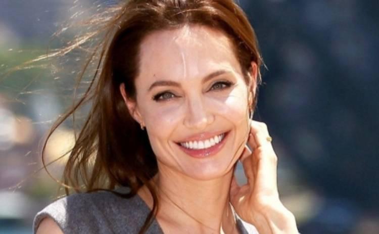 Анджелина Джоли встретилась с сирийскими беженцами (ВИДЕО)