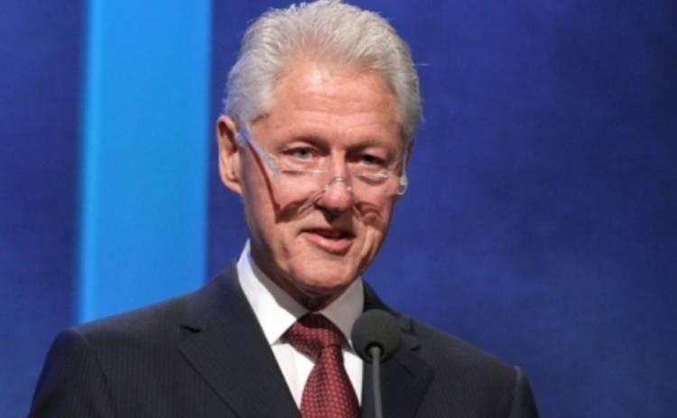 Билл Клинтон стал нянькой для внучки