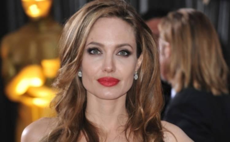 Анджелина Джоли оказалась в центре бракоразводного скандала (ФОТО)