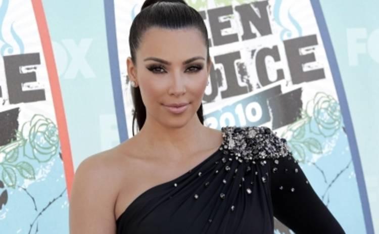 Ким Кардашьян беременность не мешает делать селфи (ФОТО)