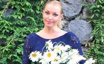 Анастасия Волочкова показала коленку, изуродованную чудовищем (ФОТО)