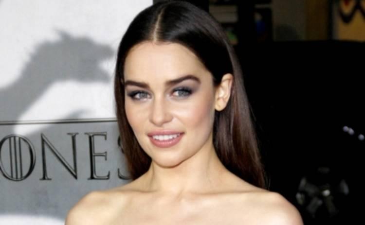 Модные тренды: Эмилия Кларк и другие звезды предпочитают широкие брови (ФОТО)
