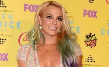 Teen Choice Awards 2015: Бритни Спирс на детской премии выставила грудь напоказ (ФОТО)