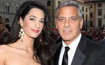 Джордж Клуни с женой ярко повеселились на Ибице (ФОТО)
