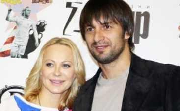 Александр Шовковский с бывшей женой отвели дочь в первый класс (ФОТО)