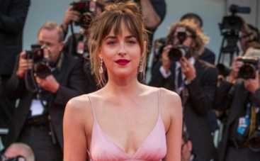 Венецианский кинофестиваль: Виктория Боня и Дакота Джонсон поразили своими нарядами (ФОТО)