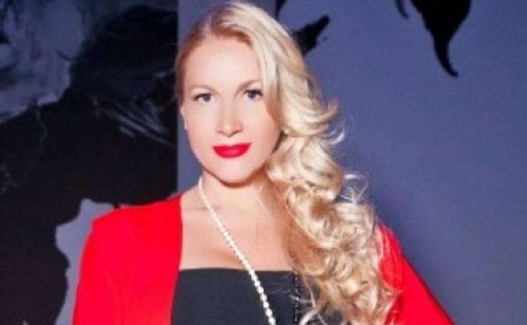 Бывшая жена Бориса Немцова сняла бюстгальтер ради подруги
