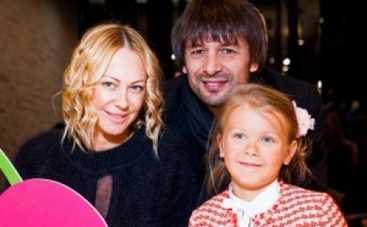 Александр Шовковский будет думать о разводе еще месяц