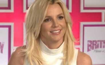 Бритни Спирс разделась на концерте (ВИДЕО)