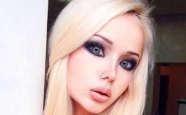 Одесская Барби показала свое детское фото