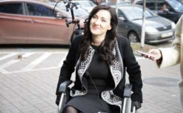 Соломия Витвицкая и Ирэна Карпа провели один день в инвалидной коляске
