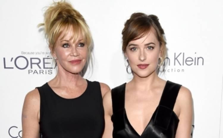 Стильные звезды показали модные образы на  церемонии Women in Hollywood (ФОТО)