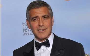 Джордж Клуни научил бездомных делать селфи (ФОТО)