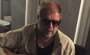 Борис Гребенщиков спел в подземном переходе в Москве (ВИДЕО)